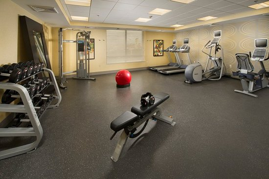 Woburn, Μασαχουσέτη: Fitness Center open 24 hours with free weights & water cooler