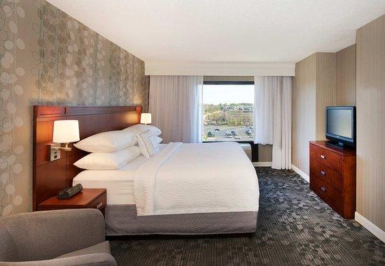 Billerica, MA : King Suite - Sleeping Area