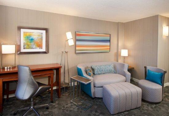 Billerica, MA : King Suite - Living Area
