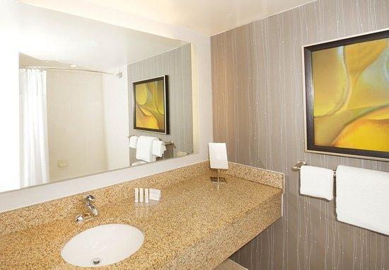 Billerica, MA : Guest Bathroom