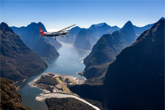 ‪Milford Sound Scenic Flights‬