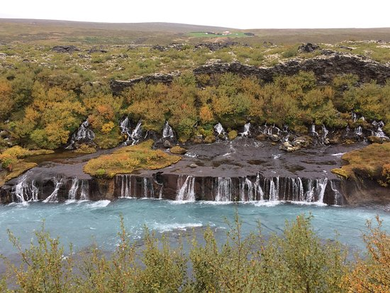 Husafell, Islandia: A two layered waterfall, with one flowing under the earth, then falling on the cliffs here