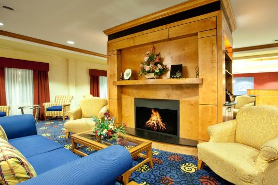 Ashland, VA: One of the best places to relax is beside a lobby fire place!