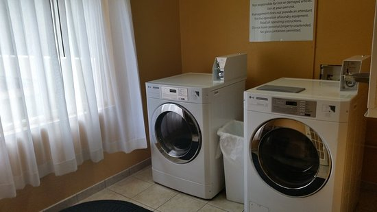 Hinesville, GA: Holiday Inn Express Coin Guest Laundry