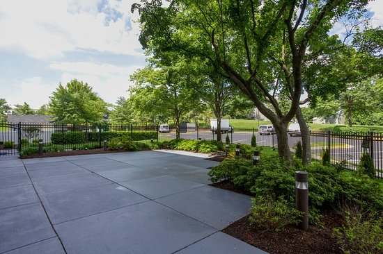 Holiday Inn Express & Suites Laurel: Meeting Room Courtyard