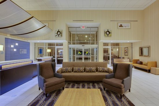 Holiday Inn Express & Suites Laurel: Lobby Seating Area