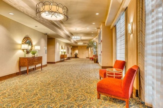 holiday inn gulfport airport updated 2018 prices hotel. Black Bedroom Furniture Sets. Home Design Ideas