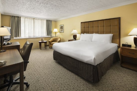 Crowne Plaza Hotel Louisville-Airport KY Expo Center: King Room
