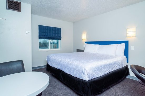 Saint Robert, MO: Triple Suite Room