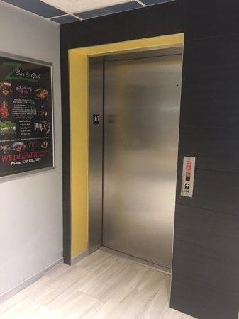 Saint Robert, MO: Elevator Wall