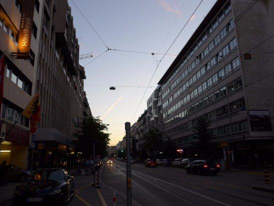 Hotel Royal - Manotel Geneva: ホテル前の通り ローザンヌ通り