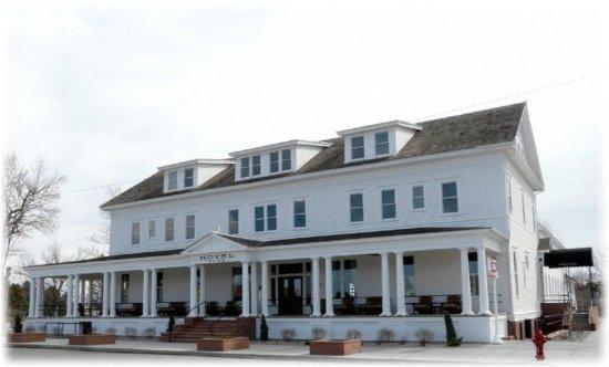 Three Forks, MT: Sacajawea Hotel