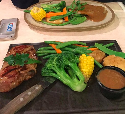 Castle Hill, Australien: Steak and the chicken