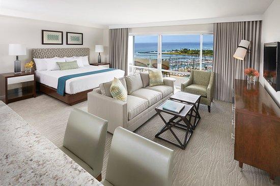 Ilikai Hotel & Luxury Suites: Luxury Jr Suite Sunset Ocean View