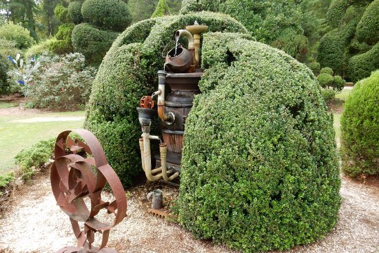 Bishopville, SC: a sculpture at Pearl Fryar Topiary