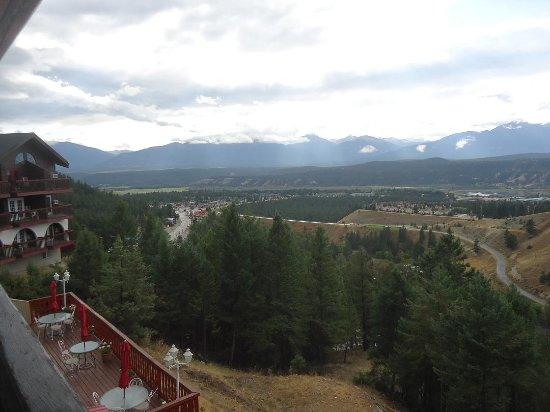 Radium Hot Springs, Canada: Radium Springs and Mountains