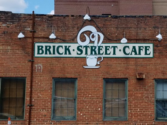 Brick Street Cafe: Great Meal...reasonable price.  Awesome cakes!