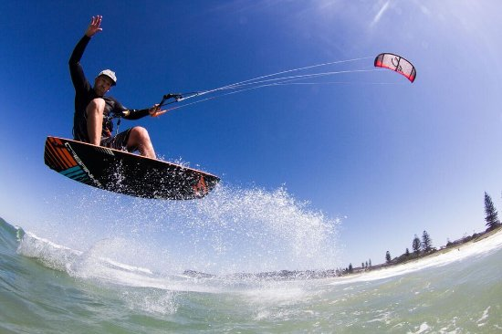 Earth Kitesurfing School