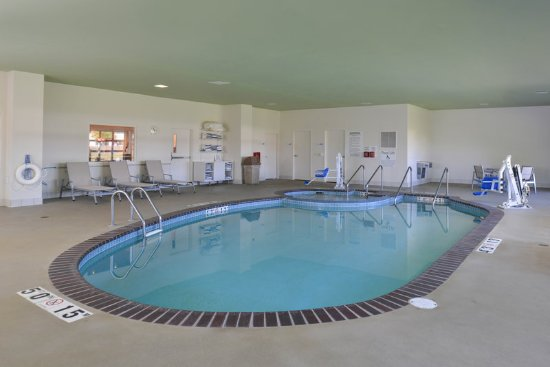 Stevens Point, WI : Relax and enjoy our recently renovated pool and jacuzzi area.