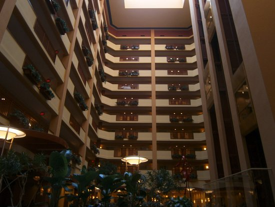 Embassy Suites by Hilton Nashville SE - Murfreesboro: Looking from the lobby up the internal atrium