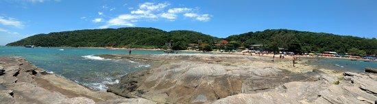 Tartaruga Beach : Vista panorâmica da praia da Tartaruga a partir da pedra