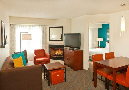 Manchester, CT: Two-Bedroom Suite