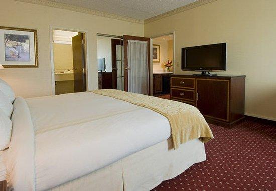 Warrensville Heights, OH: One-Bedroom Suite – Sleeping Area