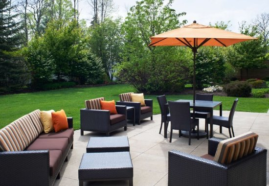 Middleburg Heights, OH: Outdoor Terrace