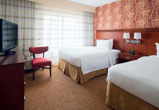 Lincolnshire, IL: Double/Double Suite Bedroom