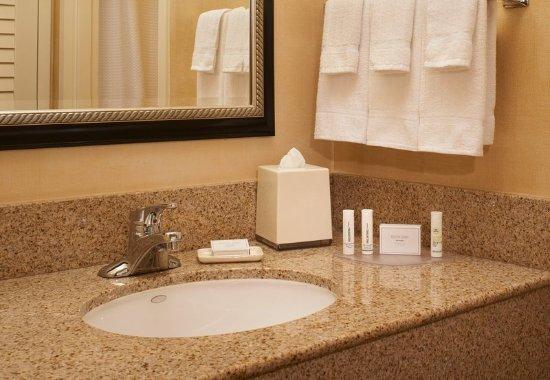 Lincolnshire, IL: Guest Bathroom