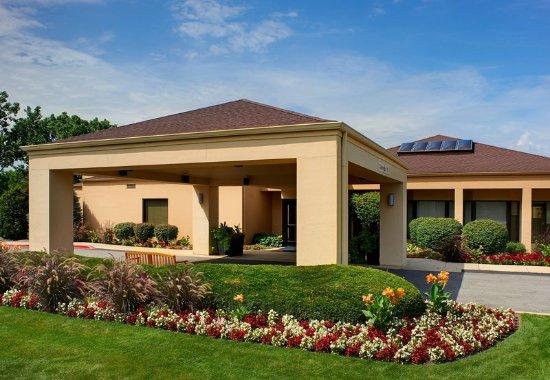 Oakbrook Terrace, IL: Exterior