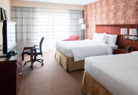 Waukegan, IL: Queen/Queen Guest Room