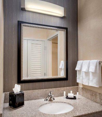 Windsor, CT: Guest Bathroom