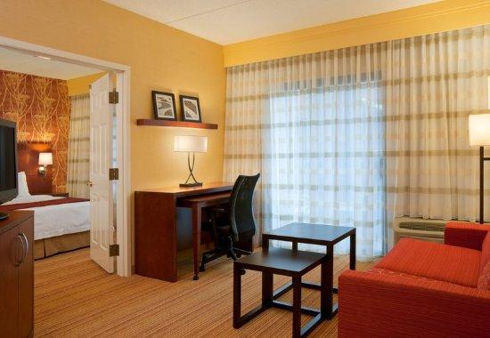Stoughton, MA: King Suite