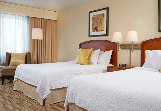 Natick, MA: Queen/Queen Guest Room