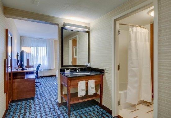 Tewksbury, MA: Guest Bathroom - Shower/Tub Combo