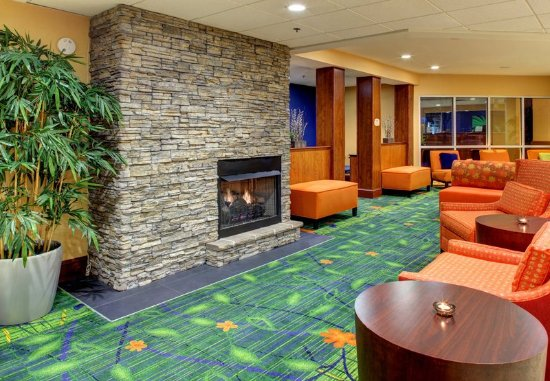 Fletcher, North Carolina: Lobby Fireplace Seating