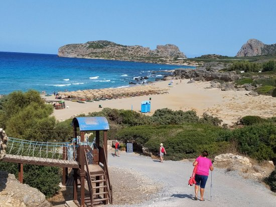 Falassarna, Grecia: Path leads from the parking lot to the beach.