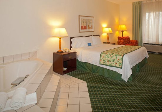 Streetsboro, OH: Spa King Guest Room