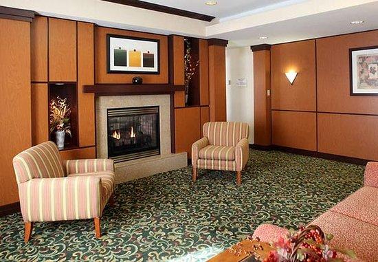 Streetsboro, Ohio: Lobby Sitting Area