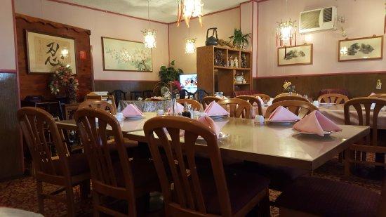 Lucerne, CA: Dining Area
