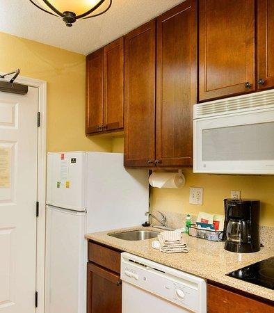 Bowie, MD: Studio Suite Kitchen