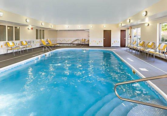 Fairfield Inn & Suites Chicago Naperville/Aurora: Indoor Pool & Whirlpool