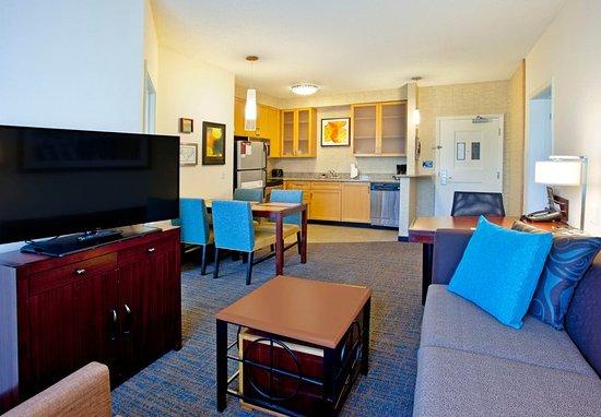 Hunt Valley, MD: Two-Bedroom Suite