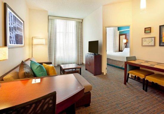 Hunt Valley, MD: One-Bedroom Suite