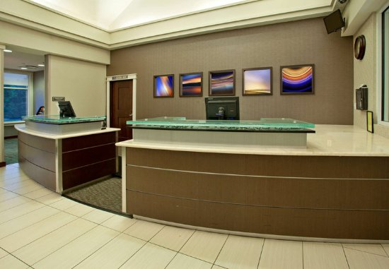 Hunt Valley, MD: Front Desk