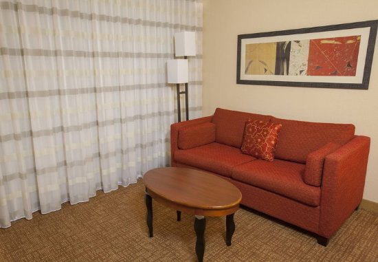 Highland Park, IL: King Guest Room - Sofa Bed