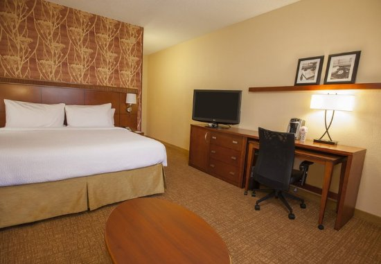 Highland Park, IL: King Guest Room