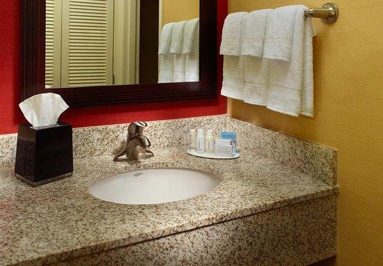 Hapeville, GA: Guest Bathroom Vanity
