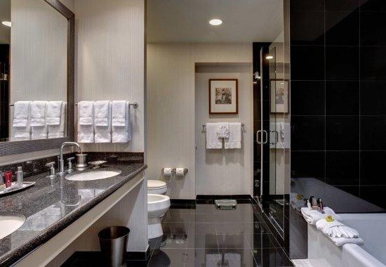 Westlake, TX: Vice Presidential Suite Bathroom